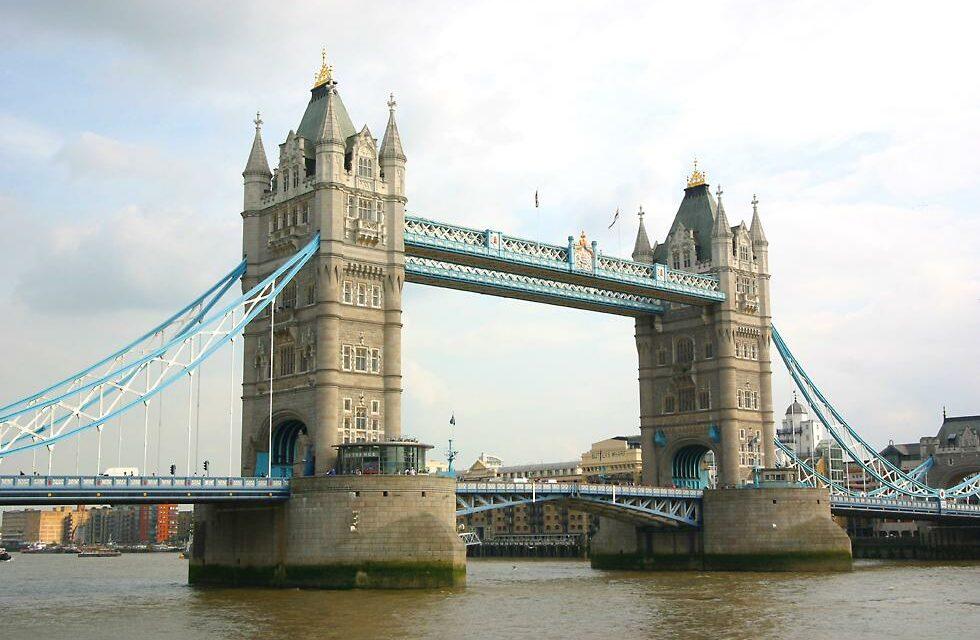 TERROR RETURNS London Bridge attack – two confirmed dead at hands of terrorist in fake bomb vest